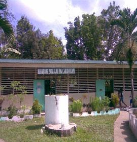2000年に植林した森に囲まれるキャビディアナン小学校