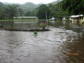 洪水による被害を受ける学校(2010年10月撮影)