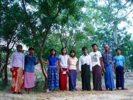 10年前にCFPに参加した子供たちも今では高校生。 当時植えた木と一緒に。