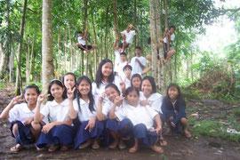 2006年に植林した森で楽しく遊ぶ子どもたち