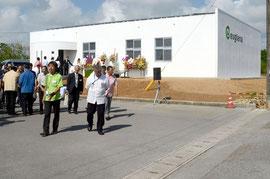 関係者70人が集い、生産技術研究所の設立を祝った=白保