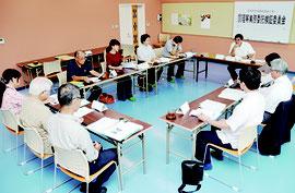 第1回石垣市立学校給食センター調理等業務委託検証委員会が開かれた=28日、同センター