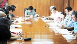 オスプレイ配備に反対する県民大会八重山大会の実行委員会が初会合を開いた=2日午後、市役所