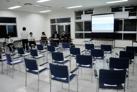 臨港地区拡大の説明会が開かれたが、住民参加はゼロだった=15日夜、石垣港ターミナル
