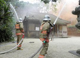 文化財防火デーにちなみ、消火訓練を実施した=観音堂