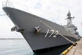 石垣港に初入港した護衛艦「しまかぜ」(31日午前)