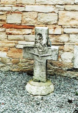 La Croix en face de la chapelle (JUIN 2009)