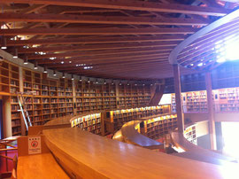 24時間オープンの国際教養大学の図書館