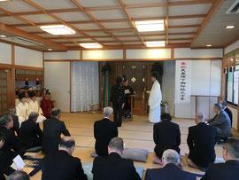 野上荘神社総代の表彰状を代理で受け取る同社の宮司
