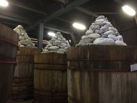 八丁味噌の大きな樽