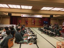 沖縄民謡を思わせる踊り