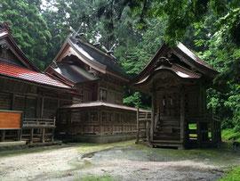 7月1日雨に濡れた社殿