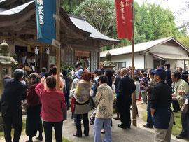 大石見神社の福餅撒き
