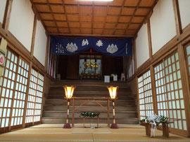 多里神社拝殿より本殿・幣殿を望む