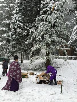 とんど祭(今年の恵方、西南西の方角から火入れ)