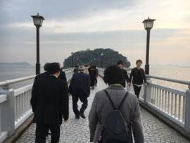 八百富神社を目指し竹島に渡る