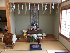 荒神社を床の間に祀る