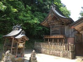 野上荘神社本殿と境内社