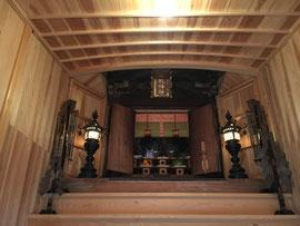 御机神社の内陣を望む