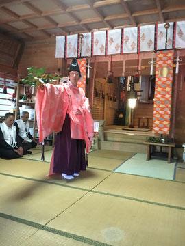 石見神社宮司の朝日舞奉納
