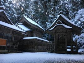 雪化粧の社殿