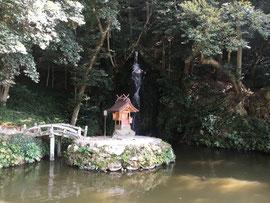 出雲教の天神社と亀の尾の滝