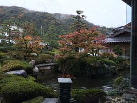宿泊会場の三朝館の庭園