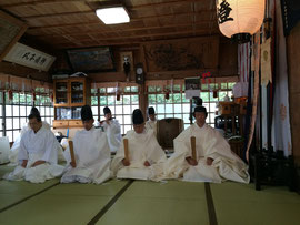 石見神社に於いての日野支部神宮大麻 暦頒布始祭