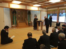 表彰状を受ける二部神社宮司