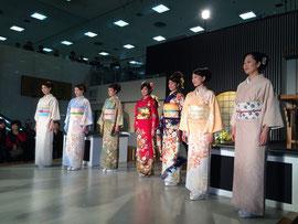 西陣織会館の着物ショー