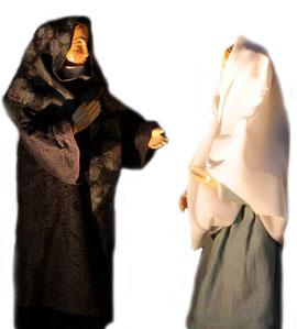 Maria begenet Elisabeth, eine weitere Szene am 3. Advent in der Milieukrippe in Lyskirchen