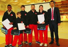 Auch die Grenchner Karateka wurden ausgezeichnet (von links): Athithan Chandrakumar, Dario Russo, Keith Mader, Marco Luca, Laura De Pasquale und Stadtpräsident François Scheidegger. Bild: zvg