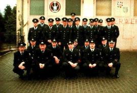 1998 vor dem Feuerwehrgerätehaus