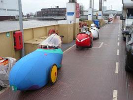 Das Sausetrittteam startet an der Weserfähre.