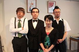 ザッハトルテのメンバーと番組パーソナリティーの花本弘子さん(2011.7.9 ひぐま撮影)