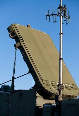 Радиолокационная антенна (плита) и антенна телекодовой и речевой связи