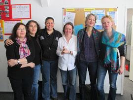 Frau Kofbinger (3. v. li.) und Frau Dr. Kahlefeld (2. v. re.) mit Mitarbeiterinnen und einer Vorstandsfrau des TIO