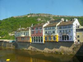 Kloster mit Wunderikone in Bulgarien und kleine Stadt mit Zentrum aus der Wiedergeburtszeit in Nordbulgarien