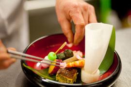 京懐石をベースとした日本料理をお届けします