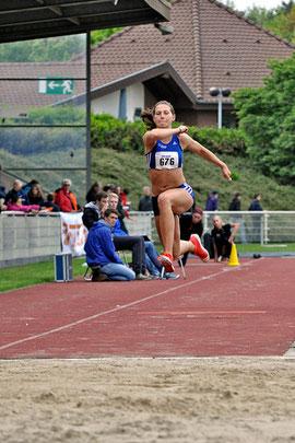 Klaudia Kaczmarek erreicht die 13-Meter-Marke im Dreisprung