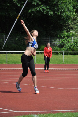 Dorothee Klump peilt im Speerwurf der U18 die 40-Meter-Marke an.