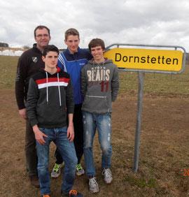 Ein starkes Team: Trainer Jürgen Palm, Fabian Bußkönning, Janek Betting und Jonathan Kolks