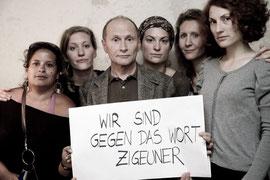 """""""Wir sind gegen das Wort Zigeuner"""", eine Aktion von Harri Stojka, Foto: Bettina Neubauer, mit freundlicher Genehmigung"""