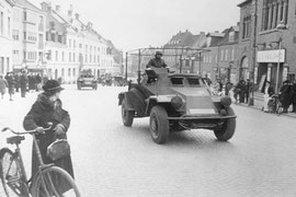 Jütland, deutscher Spähpanzer (Sd. Kfz. 222). Foto: Bundesarchiv, Bild 101I-753-0010-19A / Bieling / CC-BY-SA, Lizenz: Creative Commons Attribution-Share Alike 3.0 Unported