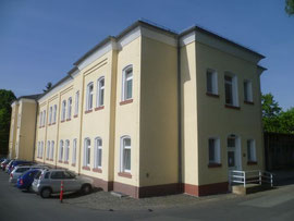 Psychiatrisches Landeskrankenhaus Hadamar, in diesem Gebäude waren Krematorien und Gaskammer, Foto: Frank Winkelmann, Wikimedia Commons, Lizenz: Creative Commons Attribution 3.0 Unported