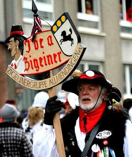 """""""Karnevalszigeuner, Rosenmontagszug Mainz 2013"""", Foto: Elektrofisch, aus de.wikipedia.org, Lizenz: CC-by-sa 3.0/de"""