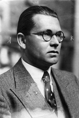 Philipp Bouhler (1938), Chef der Kanzlei des Führers, Beauftragter Hitlers für die Aktion T4, Foto: Bundesarchiv, Bild 183-H13374, Lizenz: Creative Commons Attribution-Share Alike 3.0 Germany