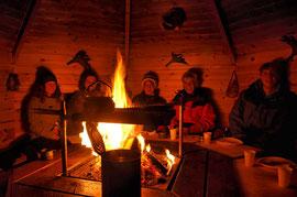 Entspannung  am Feuer in Lappland