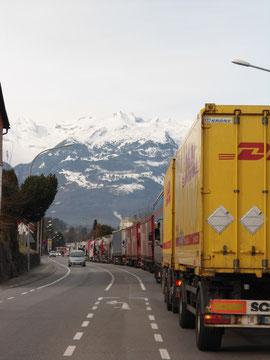 LKW-Stau am Grenzübergang Tisis - Liechtenstein