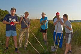 Mitglieder der Neuen Liste Buch beteiligten sich an der Wanderwegeaktion am Samstag, 11. Juli 2010.